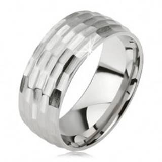 Matný prsteň z chirurgickej ocele - strieborná farba, vyhĺbený vzor malých oválov - Veľkosť: 57 mm