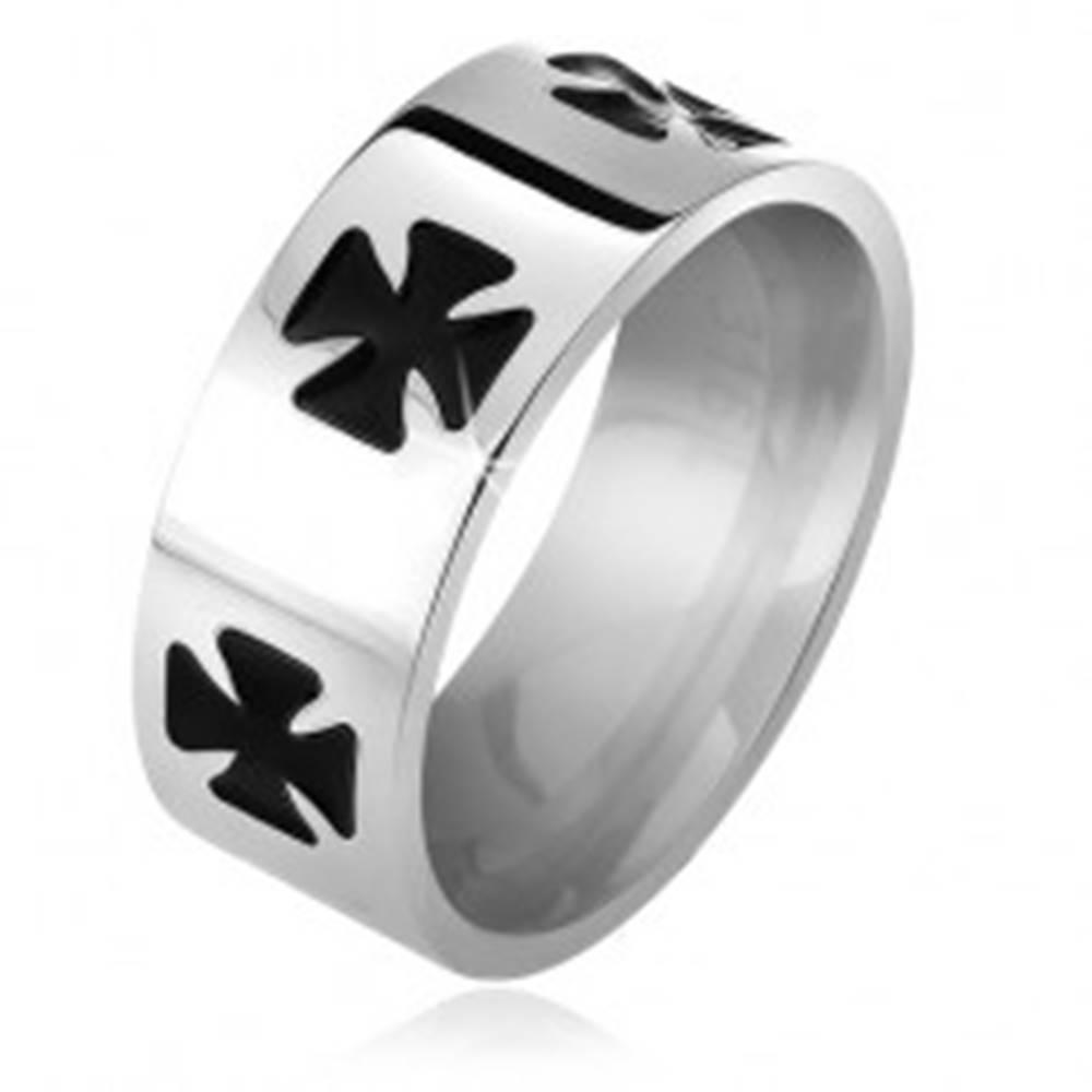 Šperky eshop Lesklá oceľová obrúčka, čierne glazúrované maltézske kríže - Veľkosť: 52 mm