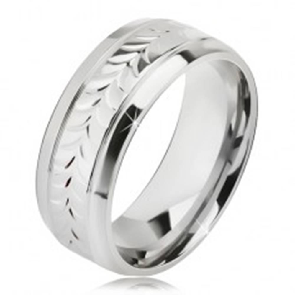Šperky eshop Lesklý oceľový prsteň, ryhy, vzor z rozdvojených lístkov - Veľkosť: 57 mm