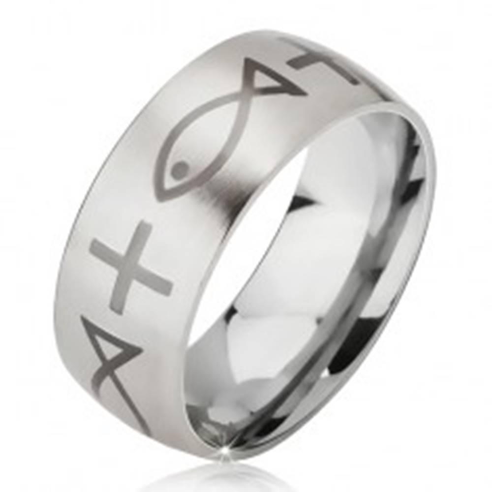 Šperky eshop Matný oceľový prsteň - obrúčka striebornej farby, potlač kríža a ryby - Veľkosť: 52 mm