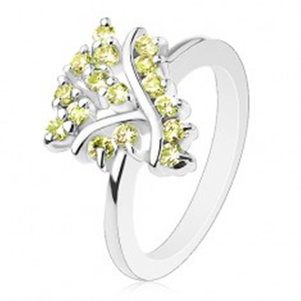 Šperky eshop Prsteň so zúženými ramenami, hladké pásiky a trblietavé žltozelené zirkóniky - Veľkosť: 49 mm
