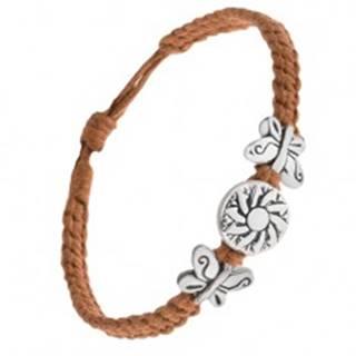 Náramok z hnedých šnúrok, okrúhla kovová známka s kvetom, motýle