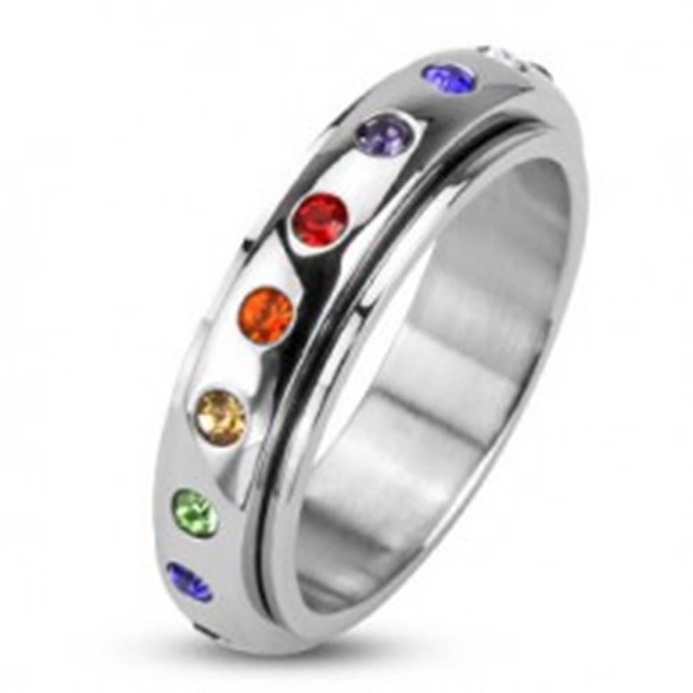 Šperky eshop Prsteň z ocele 316L, točiaca sa obruč s farebnými kamienkami - Veľkosť: 48 mm