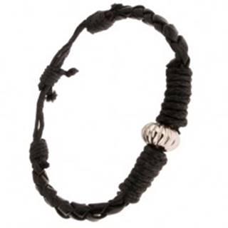 Čierny pletený náramok ovinutý šnúrkou, ozdobná korálka