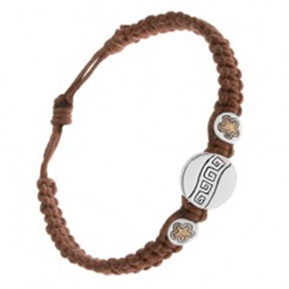 Šperky eshop Gaštanovohnedý šnúrkový náramok, tri známky, grécky kľúč, kvietky