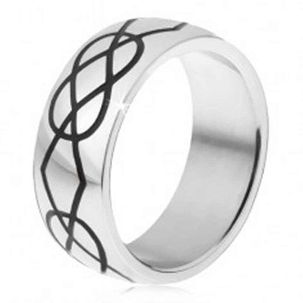 Šperky eshop Prsteň z ocele 316L, čierne kosoštvorcové a slzičkové zárezy - Veľkosť: 54 mm