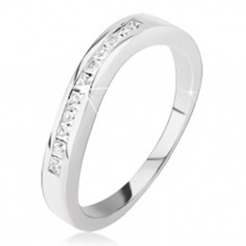 Šperky eshop Strieborný prsteň 925 - mierne zvlnený, drobné štvorcové zirkóniky - Veľkosť: 48 mm