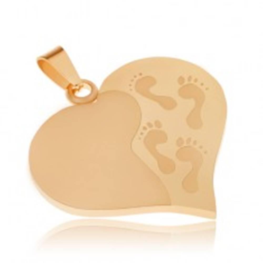 Šperky eshop Prívesok z ocele zlatej farby, súmerné srdce, gravírované odtlačky nôh