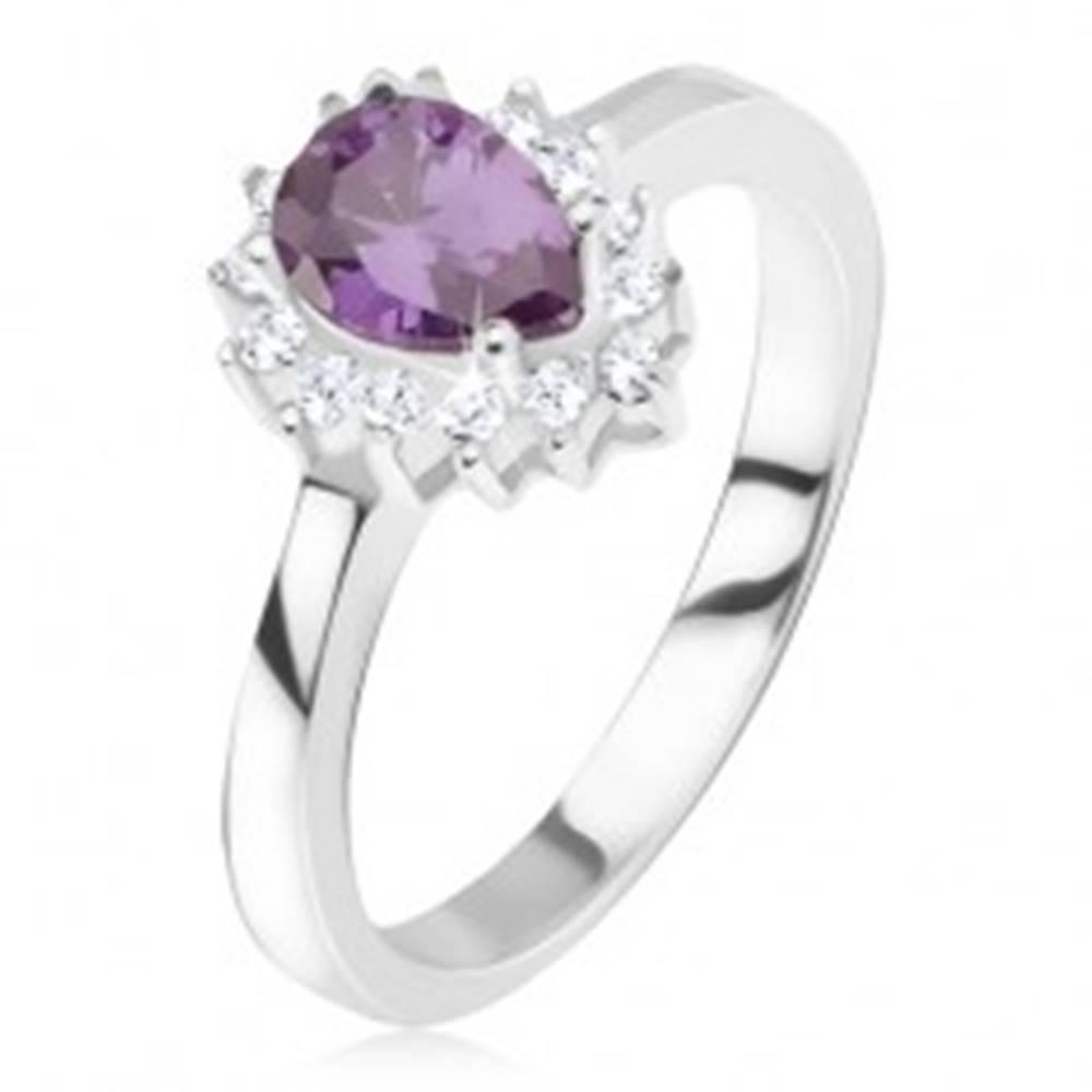 Šperky eshop Strieborný prsteň 925 - fialový slzičkový kamienok, zirkónová obruba - Veľkosť: 50 mm