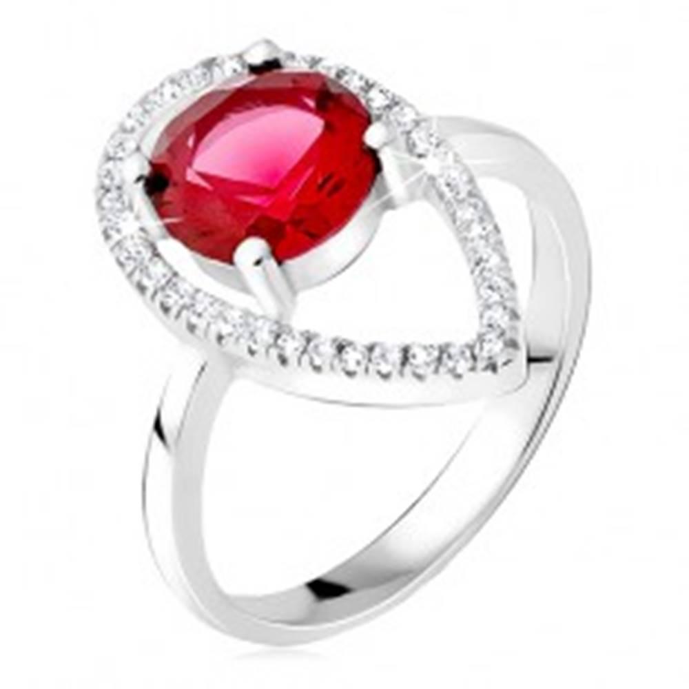 Šperky eshop Strieborný prsteň 925 - okrúhly červený kameň, slzičková kontúra zo zirkónov - Veľkosť: 50 mm