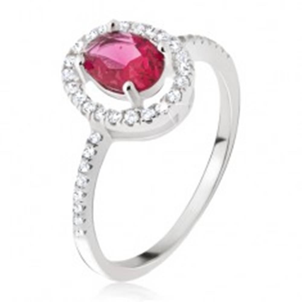 Šperky eshop Strieborný prsteň 925 - oválny ružovočervený kamienok, zirkónová obruba - Veľkosť: 49 mm