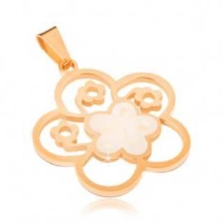 Oceľový prívesok zlatej farby, perleťový vyrezávaný kvet