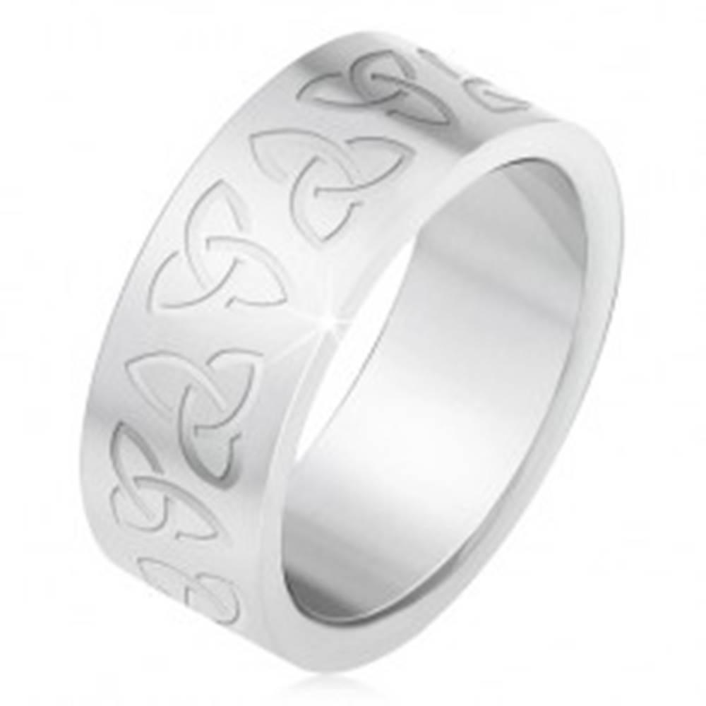 Šperky eshop Oceľový prsteň s gravírovanými keltskými symbolmi, Triquetra - Veľkosť: 55 mm