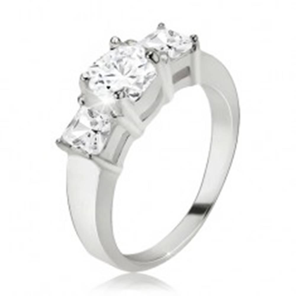 Šperky eshop Prsteň, okrúhly zirkón, štvorcové kamienky po stranách, striebro 925 - Veľkosť: 48 mm