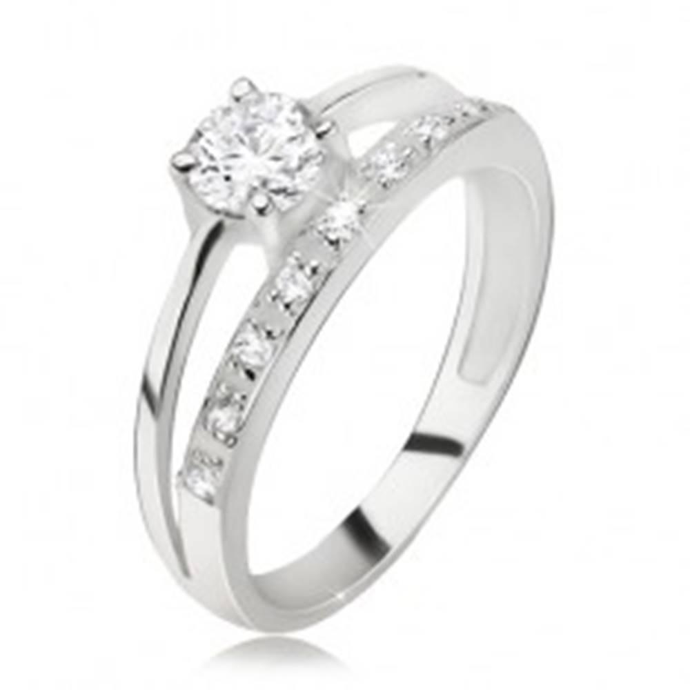 Šperky eshop Prsteň striebro 925, zirkónové a hladké rameno, väčší okrúhly zirkón - Veľkosť: 49 mm