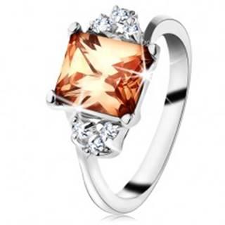 Prsteň v striebornej farbe, obdĺžnikový oranžový zirkón, číre zirkóniky - Veľkosť: 48 mm