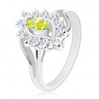 Trblietavý prsteň v striebornom odtieni, zelenožlté zrnko, číre zirkóniky - Veľkosť: 52 mm