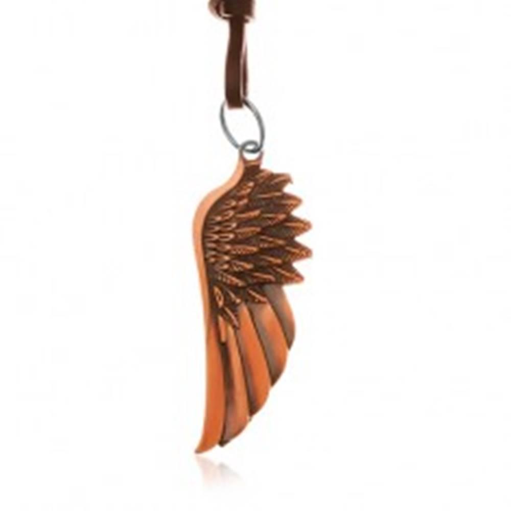 Šperky eshop Náhrdelník zo syntetickej kože, prívesok - anjelské krídlo medenej farby