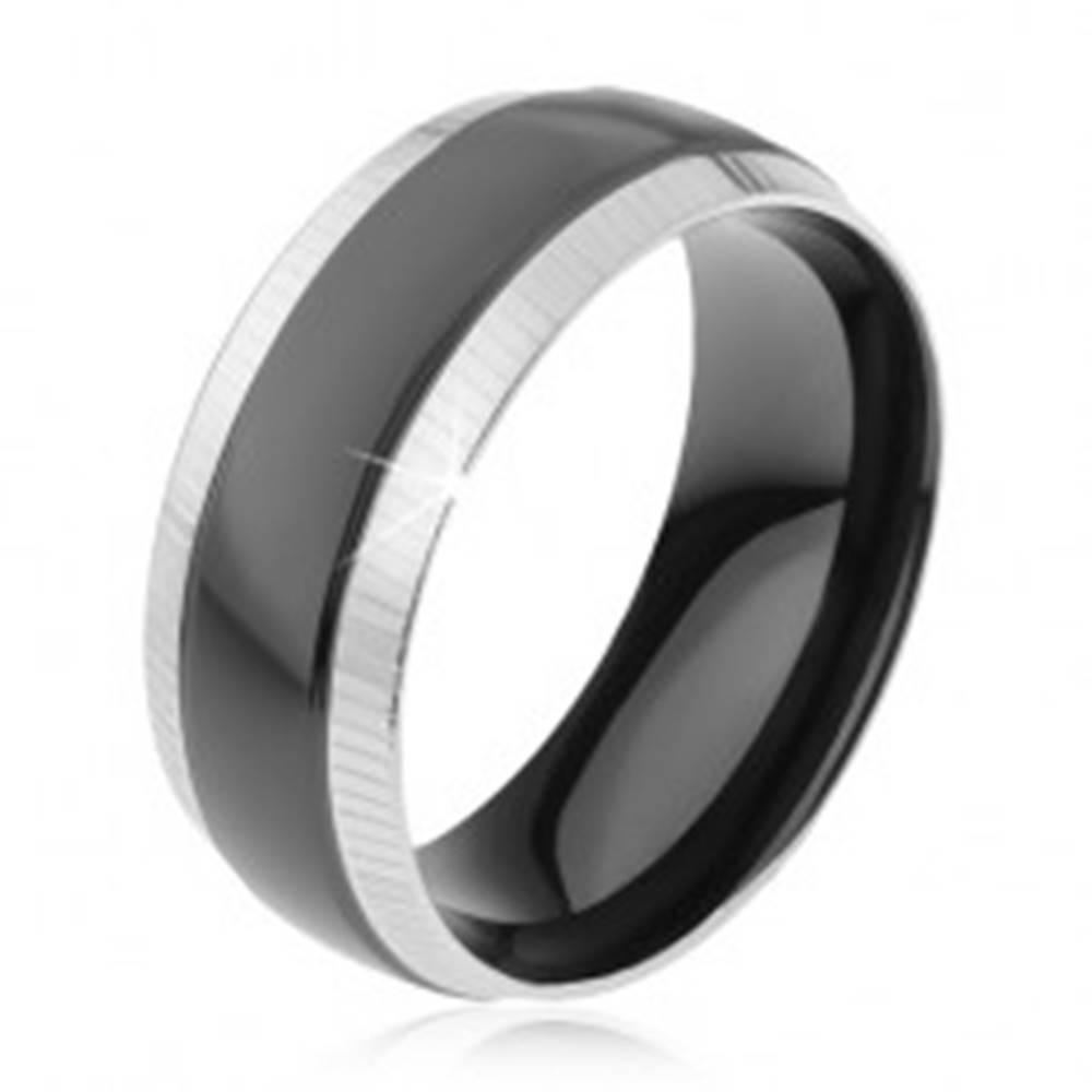 Šperky eshop Prsteň z ocele 316L, ryhované okrajové pásy, lesklý čierny pruh - Veľkosť: 57 mm
