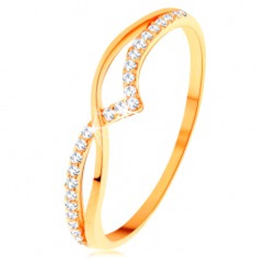 Šperky eshop Prsteň zo žltého 14K zlata - hladká a trblietavá vlnka z čírych zirkónikov - Veľkosť: 49 mm
