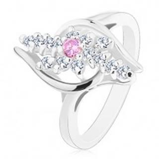 Prsteň striebornej farby, číre zirkónové línie, ružový zirkónik v strede - Veľkosť: 54 mm
