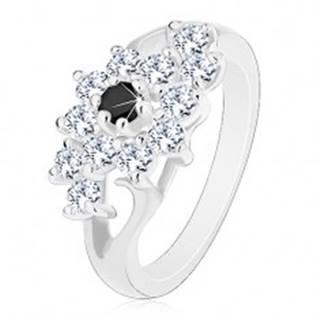Prsteň v striebornej farbe, rozdelené ramená, číry kvietok s čiernym stredom - Veľkosť: 49 mm