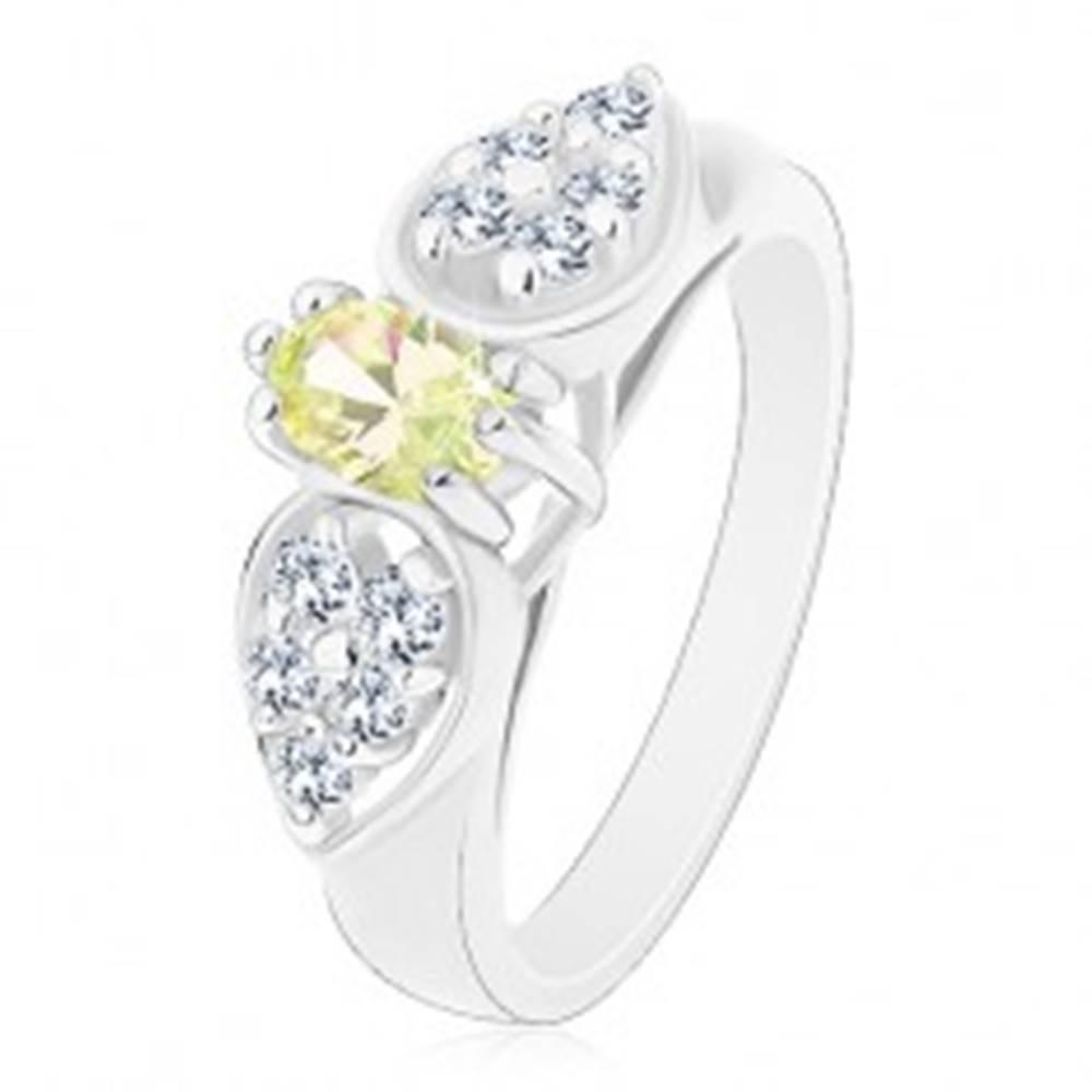 Šperky eshop Lesklý prsteň v striebornom odtieni, mašlička so svetlozeleným oválom - Veľkosť: 55 mm