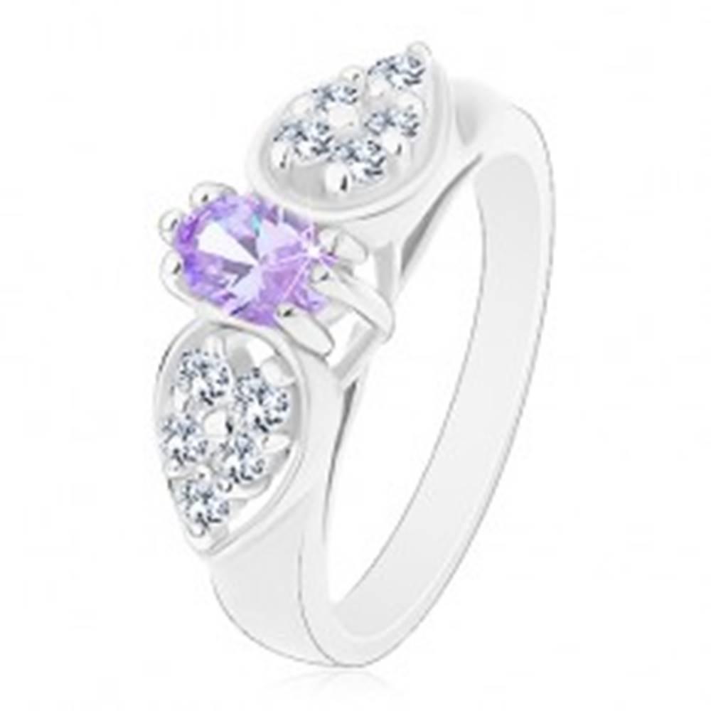 Šperky eshop Prsteň v striebornom odtieni, ligotavá mašlička so svetlofialovým oválom - Veľkosť: 52 mm