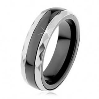 Keramický prsteň čiernej farby, brúsené oceľové pásy v striebornom odtieni - Veľkosť: 51 mm