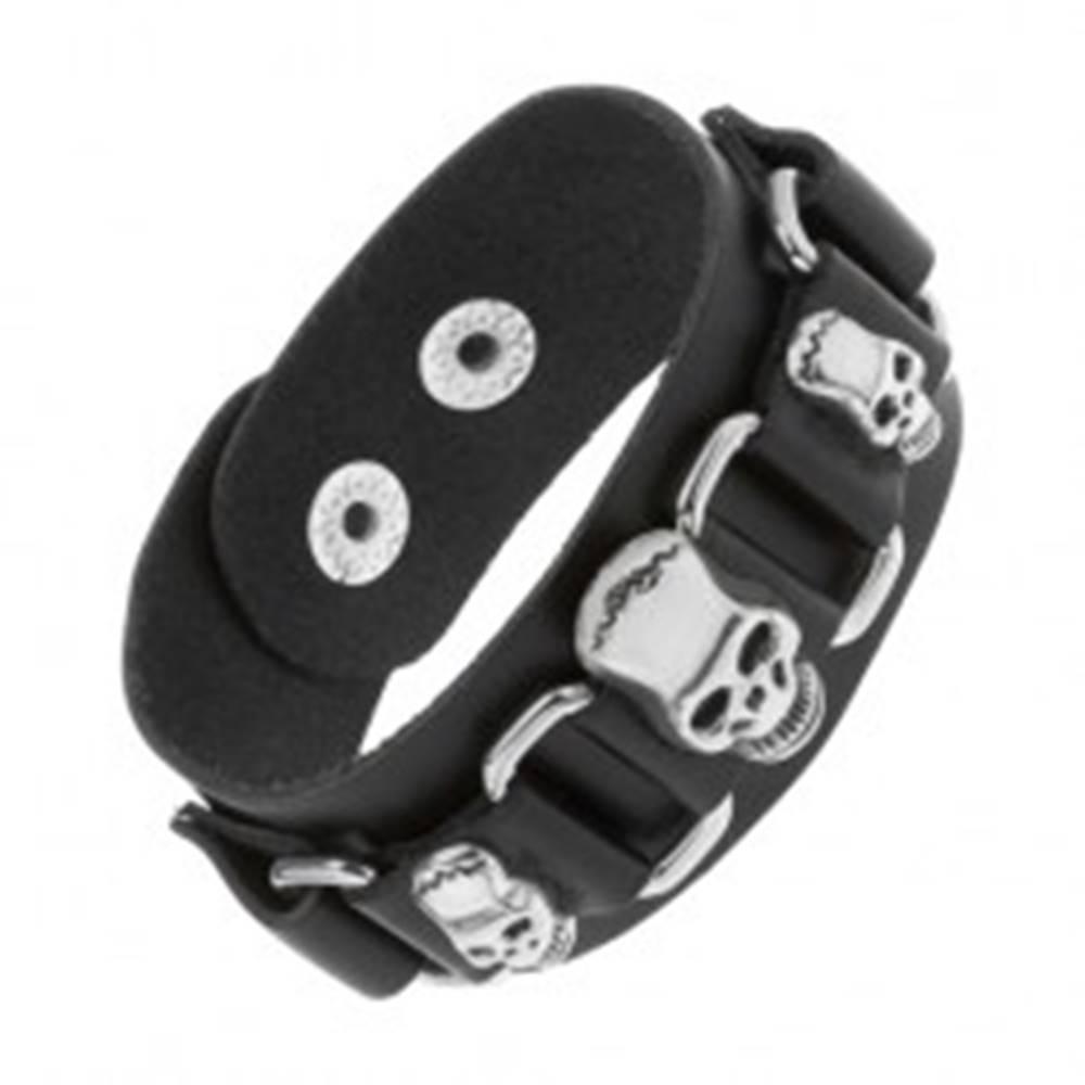 Šperky eshop Čierny kožený náramok, lesklé oceľové ovály, tri lebky striebornej farby