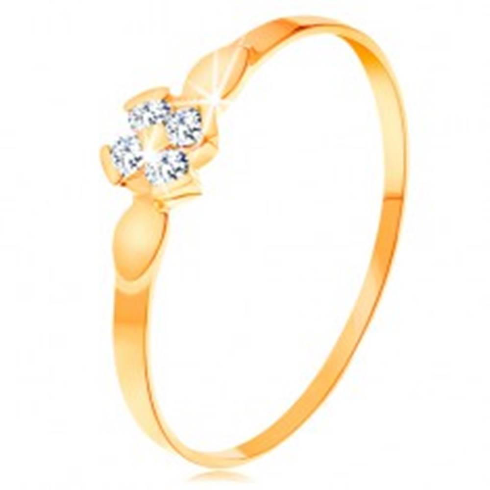 Šperky eshop Prsteň v žltom 14K zlate - kvet zo štyroch čírych zirkónov, lesklé lístky - Veľkosť: 49 mm