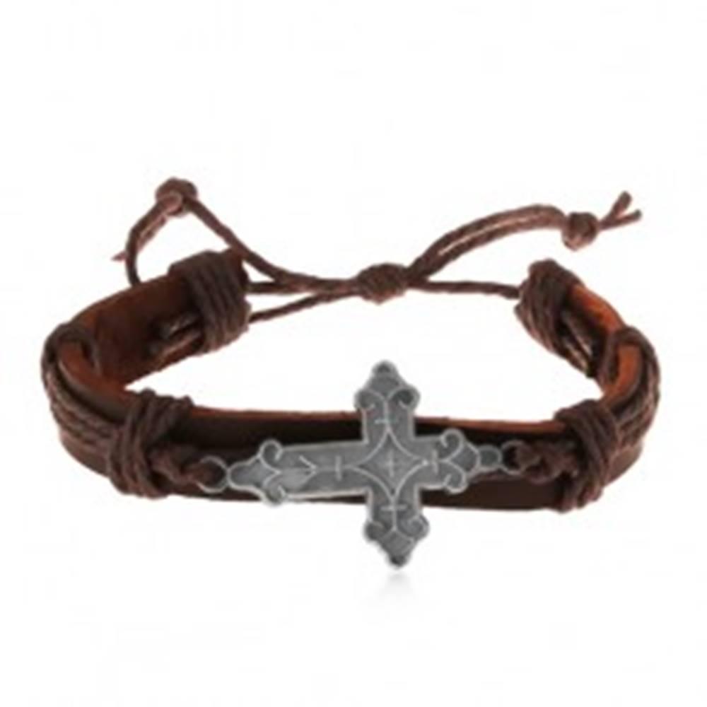 Šperky eshop Kožený náramok hnedej farby so šnúrkami, ozdobne vyrezávaný veľký kríž