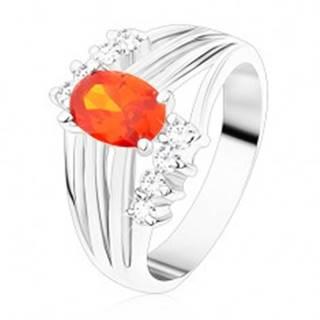 Ligotavý prsteň striebornej farby, oranžový oválny zirkón, lesklé pásy, číre zirkóny - Veľkosť: 49 mm