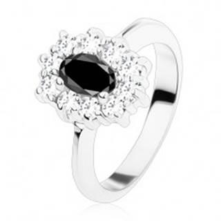 Prsteň striebornej farby, čierny oválny zirkón lemovaný okrúhlymi čírymi zirkónikmi - Veľkosť: 48 mm
