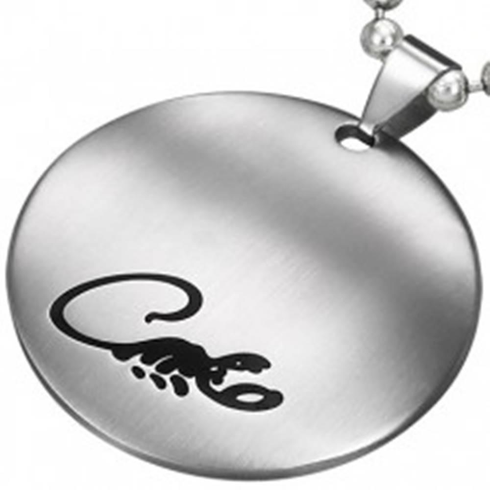 Šperky eshop Okrúhly prívesok z chirurgickej ocele striebornej farby s čirnym škorpiónom