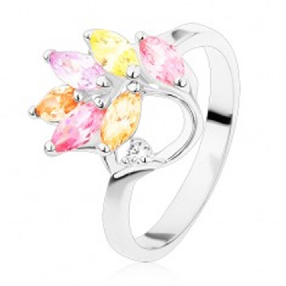 Šperky eshop Prsteň s lesklými ramenami, farebné zirkónové lístky na vetvičke - Veľkosť: 48 mm