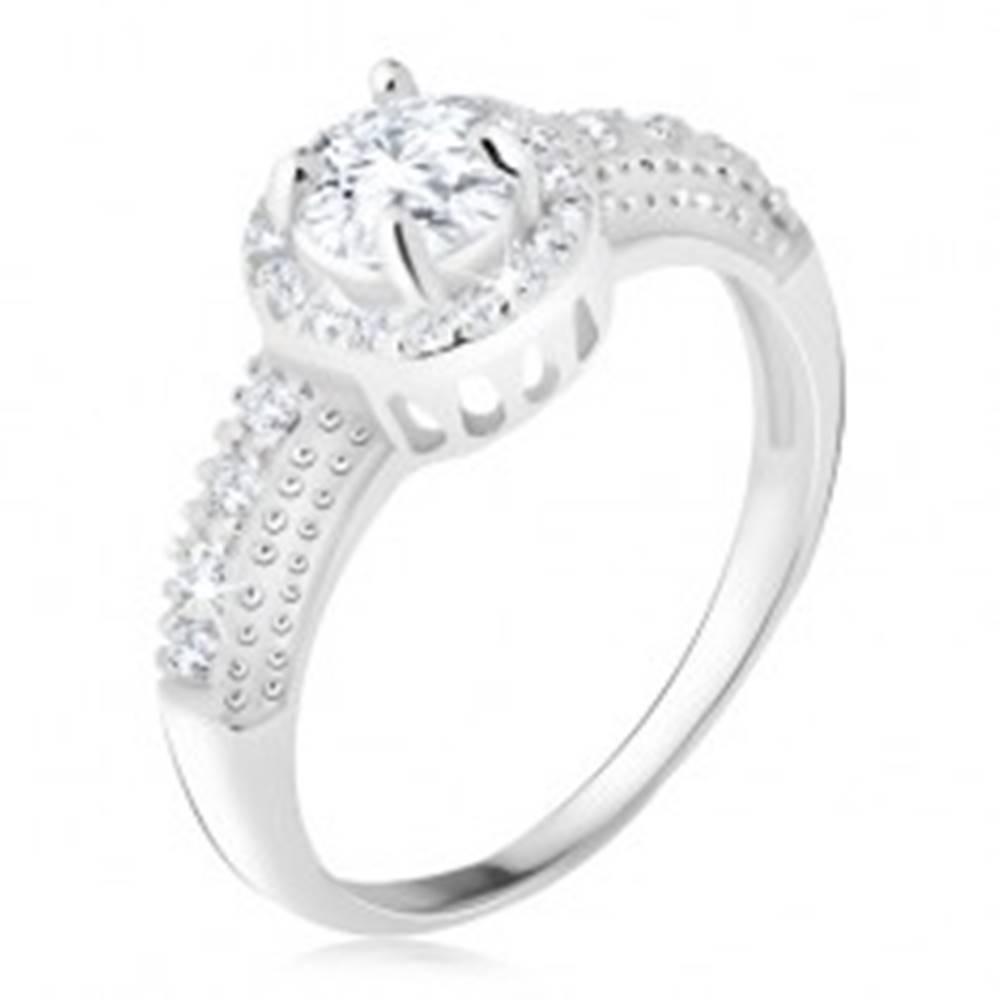 Šperky eshop Strieborný 925 prsteň, číry zirkón s lemom, zirkónové ramená - Veľkosť: 48 mm