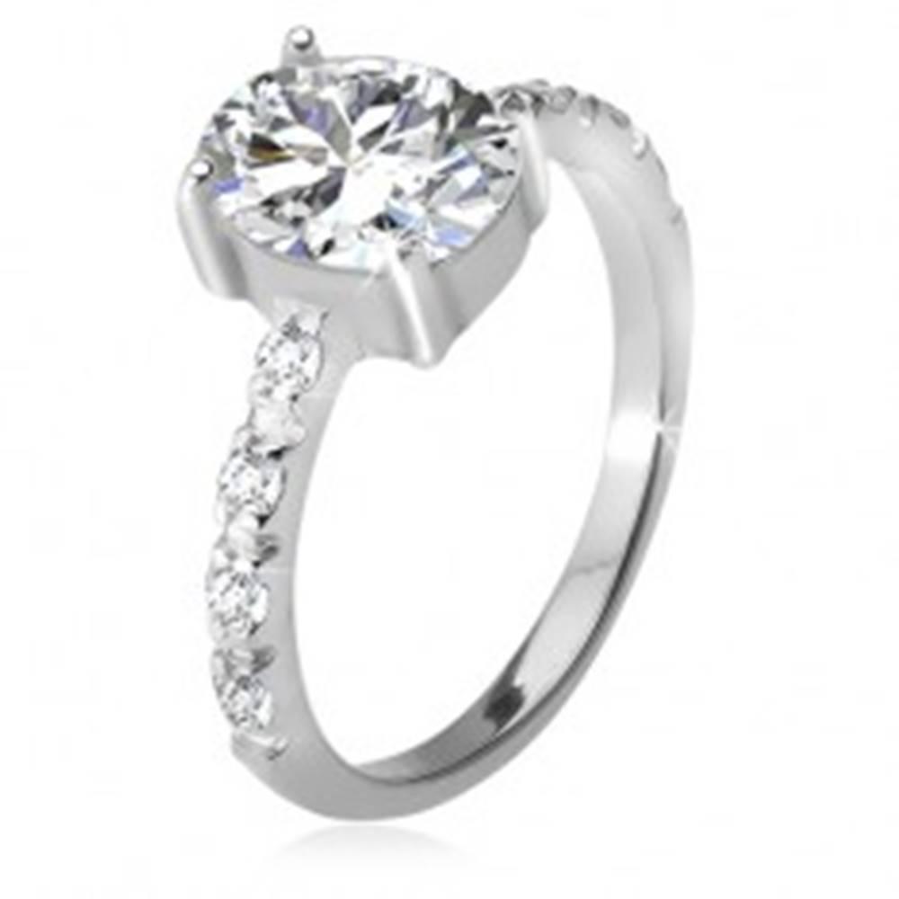 Šperky eshop Strieborný 925 prsteň, zirkónové ramená, oválny číry kamienok - Veľkosť: 49 mm