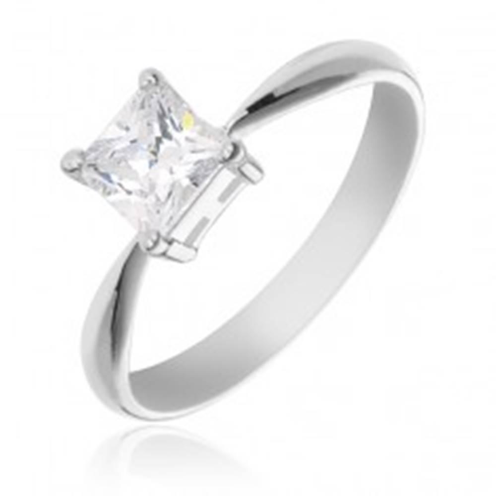 Šperky eshop Zásnubný prsteň zo striebra 925 - štvorcový zirkón v objímke - Veľkosť: 49 mm