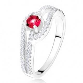 Prsteň so zvlnenými zirkónovými ramenami, červený kameň, striebro 925 - Veľkosť: 49 mm