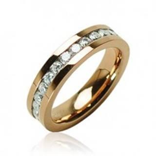 Prsteň zlatej farby z chirurgickej ocele so zirkónmi po obvode - Veľkosť: 49 mm