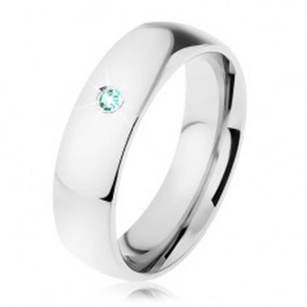 Šperky eshop Oceľová obrúčka v striebornom odtieni so vsadeným zirkónom tyrkysovej farby - Veľkosť: 49 mm