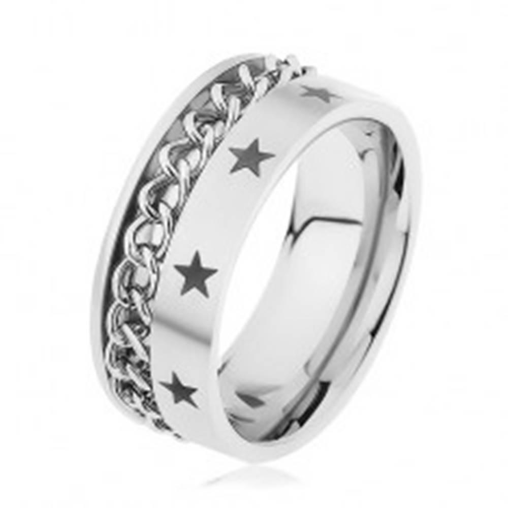Šperky eshop Oceľový prsteň striebornej farby zdobený retiazkou a hviezdičkami - Veľkosť: 57 mm
