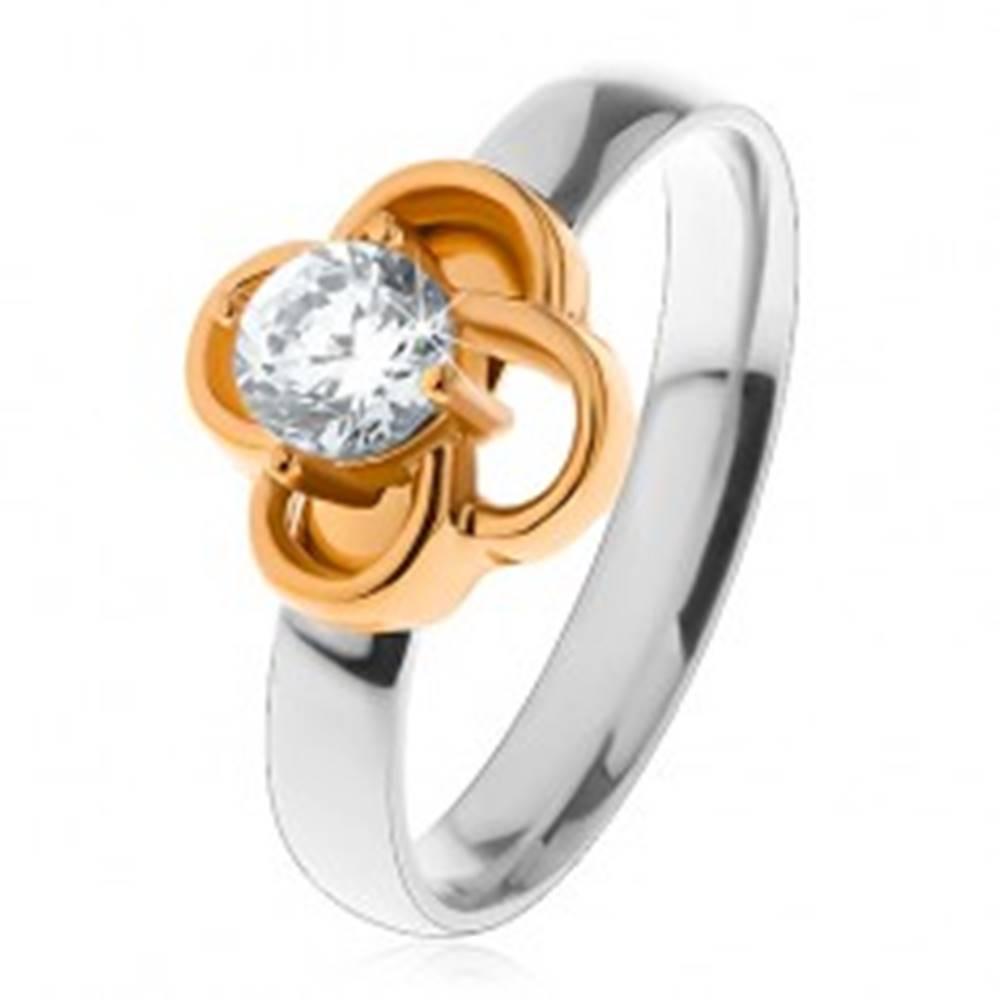Šperky eshop Oceľový prsteň v striebornom odtieni, kvietok zlatej farby s čírym zirkónom - Veľkosť: 49 mm