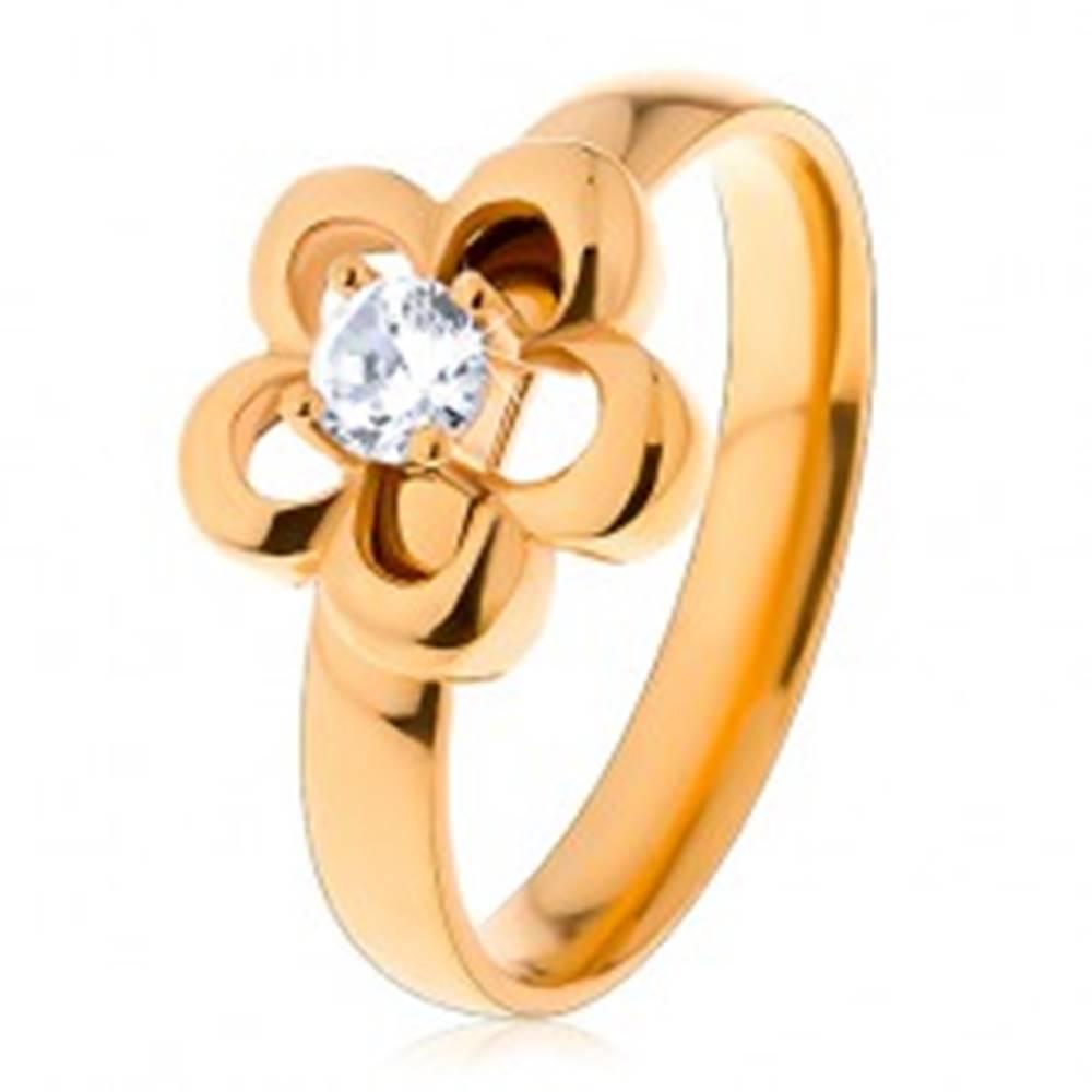 Šperky eshop Oceľový prsteň v zlatom odtieni, kvietok, vyvýšený okrúhly zirkón čírej farby - Veľkosť: 49 mm