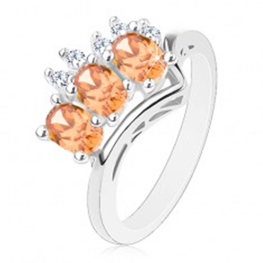 Šperky eshop Prsteň v striebornej farbe, oranžové ovály a okrúhle číre zirkóniky - Veľkosť: 54 mm