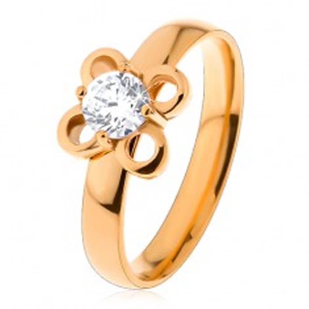 Šperky eshop Prsteň z chirurgickej ocele v zlatom odtieni, kvietok s čírym zirkónom - Veľkosť: 49 mm