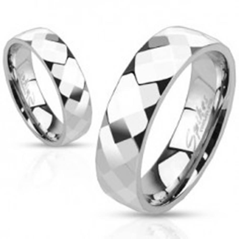 Šperky eshop Prsteň z ocele - tri rady lesklých zrezaných kosoštvorcov - Veľkosť: 49 mm
