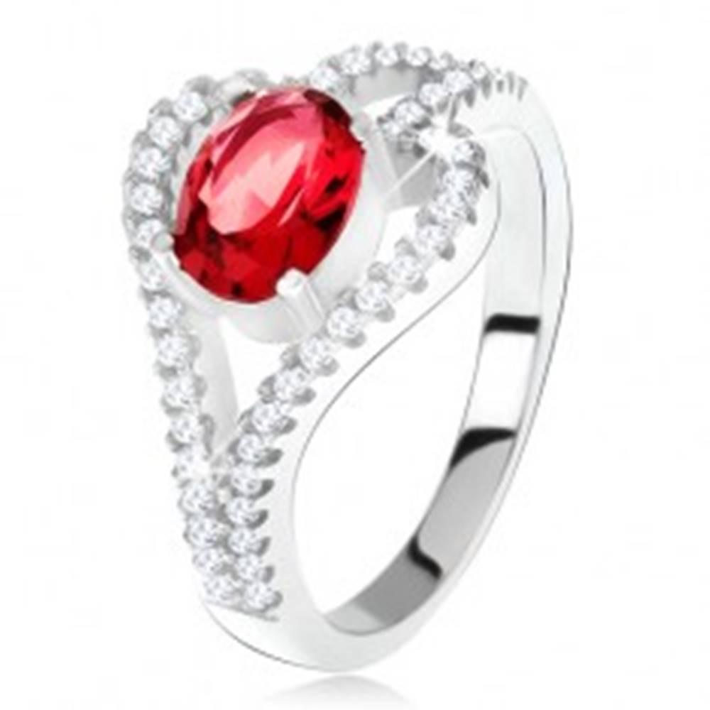 Šperky eshop Prsteň zo striebra 925, oválny červený kameň, číra kontúra listu - Veľkosť: 49 mm