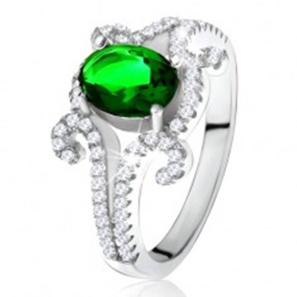 Šperky eshop Prsteň zo striebra 925, oválny zelený kameň, zatočené zirkónové ramená - Veľkosť: 50 mm